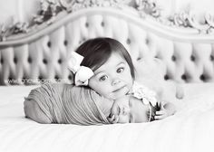 sibling newborn photos @Kristina Kilmer Kilmer Kilmer Powell (smith) I can totally see Maisy & Adalynn like this!