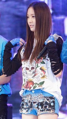 krystal f(x) Kpop Fashion, Asian Fashion, Girl Fashion, Fashion Show, Fashion Outfits, Jessica & Krystal, Krystal Jung, Stage Outfits, Visual Kei