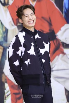 Adorable! VIXX Hongbin at the Moorim School press conference