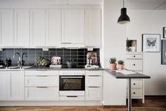 bostadervitec - 55 kvadrat Small Apartment Decorating, Small Apartments, Kitchen Cabinets, Inspiration, Home Decor, Houses, Design, Blog, Fruit Crates
