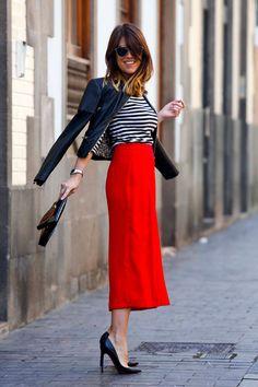 Marta Ibrahim street style. Parisino, parisien. Red. Stripes black and white, b&w.