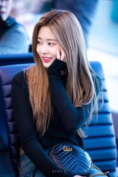 Airport Fashion Kpop, Yu Jin, Japanese Girl Group, Kim Min, Her Smile, Airport Style, Ulzzang Girl, Kpop Girls, Hair Cuts