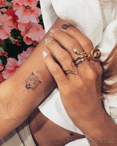 Wrist Tattoos For Women, Tattoo Designs For Women, Tattoos For Women Small, Small Tattoos, Tattoos For Guys, Piercings, Piercing Tattoo, Little Tattoos, Mini Tattoos