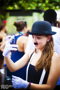 Nossas inspirações de fantasia pro carnaval carioca: Charlie Chaplin.