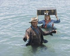 Still of Jodie Foster and Gerard Butler in A Ilha da Imaginação