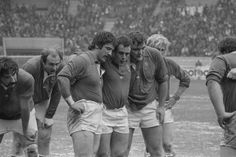 Michel Palmie, Jean-Pierre Bastiat, Robert Paparemborde, Alain Paco, Gerard Cholley et Jean-Pierre Rives Rugby League, Rugby Players, Toulouse France, Sport Inspiration, Michel, Front Row, Champion, Hero, Football