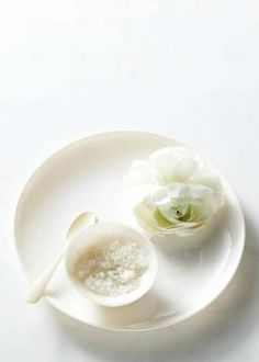 blanc | white | bianco | 白 | belyj | gwyn | color | texture | form | weiss | [by Kate Mathis] via everly true