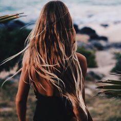 Beach Hair :: Natural Waves :: Brunette + Blonde :: Summer Highlights :: Messy Manes :: Long Locks :: Discover more DIY Easy Hairstyle Photography + Style Inspiration Messy Hairstyles, Pretty Hairstyles, Hair Inspo, Hair Inspiration, Beachy Hair, Corte Y Color, Good Hair Day, Hair Goals, Her Hair