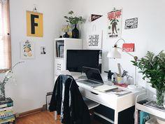 A day in the life of Graphic Designer Francine Thompson Graphic Design Workspace, Graphic Designer Office, Art Studio Room, Desk Inspiration, Bedding Inspiration, Design Studio Office, Graphic Design Studios, The Life, Apartment Design