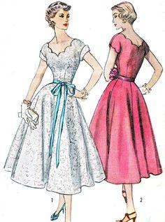 1950s Dress Pattern Simplicity 4295 Scalloped por NeenerbeenerKnits                                                                                                                                                                                 Más