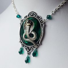 Darkling Beloved is a small UK-based alternative jewellery outlet that caters for the spooky, the mystical and everything in between! Slytherin Clothes, Slytherin House, Slytherin Pride, Hogwarts Houses, Anel Harry Potter, Harry Potter Schmuck, Harry Potter Jewelry, Slytherin Aesthetic, Draco Malfoy