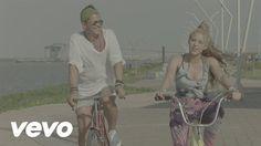 HOY lanzamiento del video La Bicicleta de @carlosvives y @shakira https://www.youtube.com/watch?v=-UV0QGLmYys