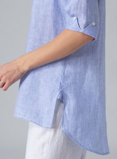 Sleeve detail + buttons - adapt to a split cuff pattern, fold up & add pearl buttons Kurti Sleeves Design, Sleeves Designs For Dresses, Sleeve Designs, Sewing Shirts, Sewing Clothes, Linen Shirts, Kurta Designs, Blouse Designs, Miss Me Outfits
