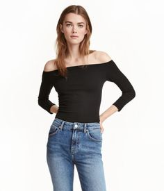 Black. Off-the-shoulder top in soft cotton jersey with 3/4-length sleeves.