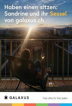 Haben einen sitzen: Sandrine und ihr Sessel von Galaxus #GalaxusLive #Werbung #Anzeige #Plakat #Inserat #Galaxus Lausanne, Wrestling, Sports, Party, Advertising Campaign, Armchair, Advertising, Poster, Lucha Libre