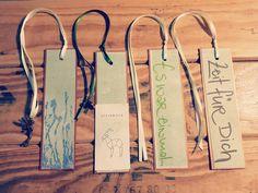 *Lesezeichen* Auch diese #lesezeichen sind im #onlineshop erhältlich.  Www.bymona.ch . #monavohandgmacht #grün #papierwerk #papierdesign #papierliebelei #Papeterie #handmade #bookreader #bookmarks #buchzeichen #zeitfürdich #zeitfürmich #eswareinmal #steinbock #sternzeichen #sternzeichensteinbock #jewellery #anhänger #papier #swissmade🇨🇭 #❤ #🔖#📖 Paper Shopping Bag, Home Decor, Paper Mill, Once Upon A Time, Capricorn, Marque Page, Astrology Signs, Stones, Interior Design