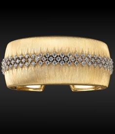 buccellati bracelet - the diamond design on top of the gold cuff would look pretty on its own Diamond Bracelets, Diamond Jewelry, Bangle Bracelets, Gold Jewelry, Jewelry Accessories, Fine Jewelry, Jewelry Design, Jewellery, Do It Yourself Jewelry