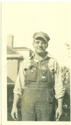 1930s Farmer Man Wearing Denim Overalls Glasses Cap Hat 30s Vintage Photograph Black White Photo Farmer Overalls, Denim Overalls, Vintage Photographs, Vintage Photos, Farmer Costume, Black White Photos, Black And White, Types Of Jeans, Farm Art