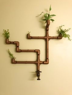 Copper PVC Industrial Pipe Wall Planter with Brass Hose Faucet Pvc Pipe Storage, Plumbing Pipe Shelves, Plumbing Pipe Furniture, Pipe Diy Projects, Diy Projects For Bedroom, Diy Cupboards, Pvc Wall, Industrial Pipe, Plant Wall