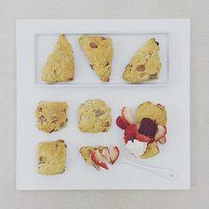 . goooood afternoon it's tea time :-D))) ☕️ . #S_S_iloveBaking #S_S_iloveBreakfast #scone #whitechoc_strawberry_scone #スコーン #baking #dessert #烘培 #afternoontea #teatime #午茶 #下午茶 #白巧克草莓司康 #司康