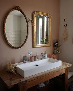 Charlotte, Lyon – Inside Closet – Vintage Home Decor Zen Bathroom, Bathroom Closet, Bathroom Wallpaper, Bathroom Sets, Small Bathroom, Vintage Bathroom Mirrors, Mirror Bathroom, Chic Bathrooms, Bathroom Flooring