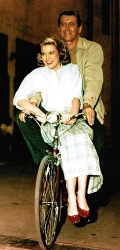 Jimmy Stewart y Grace Kelly en el set de 'La ventana indiscreta' (Alfred Hitchcock, 1954)