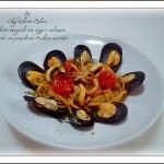 Spaghetti integrali con cozze e calamari insaporiti con pomodori Pachino arrostiti.
