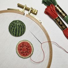 Ipnot is an embroidery artist from Japan specialising in French knots and miniature embroideries.