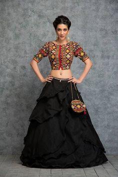 31 New Navratri Chaniya Choli Designs to Try in 2017 - LooksGud. Indian Fashion Dresses, Ethnic Fashion, Indian Outfits, Girl Fashion, Fashion Outfits, 80s Fashion, Boho Fashion, Winter Fashion, Fashion Tips
