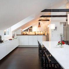 Kitchen design ideas with white cabinets and black dining chairs. Kitchen design ideas with white ca Attic Bedroom Designs, Attic Design, Küchen Design, Design Ideas, Plan Design, Design Projects, Attic Living Rooms, Attic Spaces, Attic Renovation
