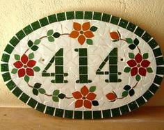 Numero Residencial Oval Médio Tile Crafts, Mosaic Crafts, Mosaic Projects, Stained Glass Projects, Mosaic Flower Pots, Mosaic Garden, Mosaic Designs, Mosaic Patterns, Mosaic Wall