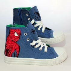 Playeras de #Spiderman, pintadas a mano. #handPainted #footwear #marvel #pintarZapas #zapatillas #decoradasAmano #craft
