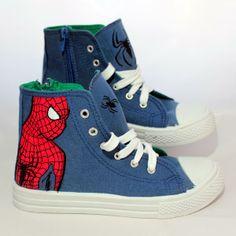 Playeras de #Spiderman, pintadas a mano. #handPainted #footwear #marvel #pintarZapas #zapatillas #decoradasAmano #craft