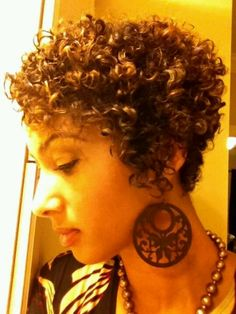 so pretty ~ I love her curls & cut :)