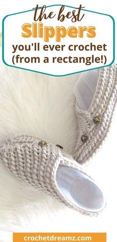 Easy Crochet Slippers, Crochet Slipper Boots, Crochet Slipper Pattern, Crochet Socks, Crochet Gloves, Crochet Crafts, Crochet Projects, Best Slippers, Crochet Patron
