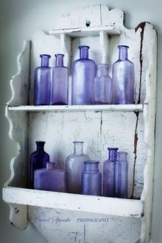 Create antique lavender glass bottles by using Piñata Alcohol Ink http://ow.ly/chp16