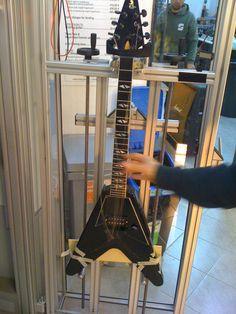 Plekking my Gibson Flying V90 #plek #cloeguitars #gibson #flyingv #v90 #cloeguitars #loe #marcokrasinski