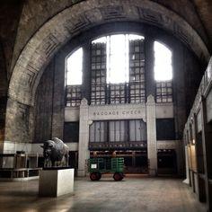 The abandoned Buffalo Central Terminal, Buffalo, New York. Train Station Wedding, Old Train Station, Train Stations, Abandoned Buildings, Abandoned Places, Abandoned Cars, Architecture Tumblr, Beautiful Architecture, Buffalo Central Terminal