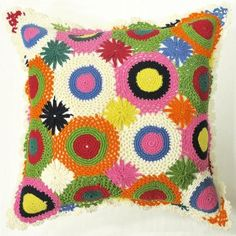 oreiller crochet coloré