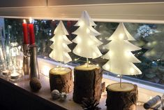 Christmas trees made of paper- Weihnachtsbäume aus Papier Make DIY fir trees out of sandwich bags - Noel Christmas, Christmas Paper, Christmas Crafts, Christmas Decorations, Diy Décoration, Easy Diy, Papier Diy, Diy Hanging Shelves, Diy Crafts To Do