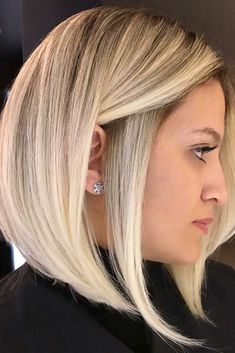 30 Medium Length Layered Hairstyles You'll Want To Try Immediately Rock Highlights On Medium Length Layered Hair picture 6 Cute Hairstyles For Medium Hair, Short Bob Hairstyles, Down Hairstyles, Layered Hairstyles, Edgy Bob Haircuts, Bobbed Haircuts, Medium Length Hair With Layers, Medium Layered, Medium Hair Styles For Women With Layers