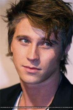 Garrett Hedlund. Such overwhelming hotness!!!!!