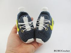 Crochet baby sneakers baby booties crochet sneakers por BUBUCrochet
