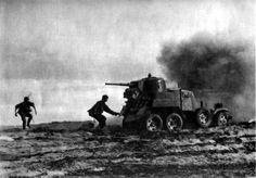 Солдаты дивизии СС «Лейбштандарт Адольф Гитлер» обходят подбитый советский бронеавтомобиль БА-10. Бобры, Смоленская область, 10 августа 1941