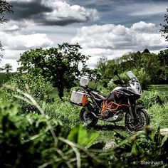 @steinhardtphotography getting the shot of the 1190 Adventure R #KTM