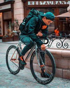 Urban Cycling, Urban Bike, Fixed Gear Bike, Bike Run, Bike Messenger, Bike Illustration, Commuter Bike, Bike Style, Bike Design