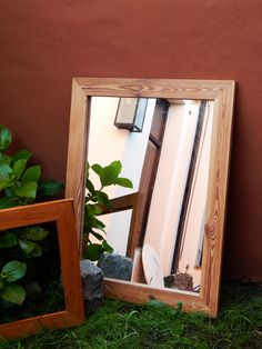 Espejo con marco de pinotea