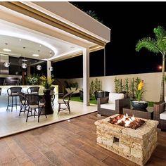 Que linda área de lazer do ig @decorsalteado 😍👈🏻👈🏻. Arquiteta 📐 - Iara Kilaris.  #casasluxuosas #home #decor #decoracao #inspiracao #arquitetura #arquitetando #house #pool #architecture #archdaily #decorday #casaluxo #mansion #mansao #reforma #construcao #reformando #design #homedecor #interior #interioredesign #designdeinterior #projeto #estudantedearquitetuta #instadecor #instalike