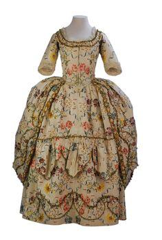 Robe à l'anglaise retroussée, 1776-80From the Museo de la Moda