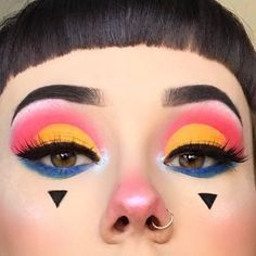 21 abstract makeup looks that are totally selfie-worthy 9 2 Cute Clown Makeup A Makeup Trends, Makeup Inspo, Makeup Art, Makeup Inspiration, 50s Makeup, Makeup 2018, Drag Makeup, Makeup Items, Cute Clown Makeup